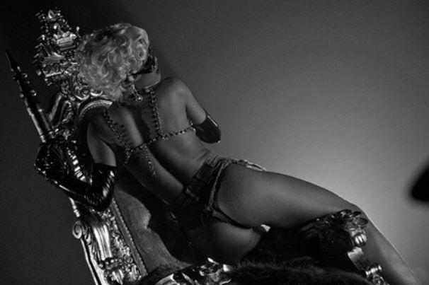 Rihanna 'Pour It Up' Pic